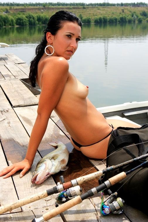girls-nude-with-basket-of-fish