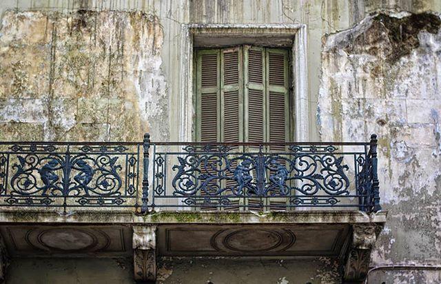 Τσάι με λεμόνι στο μπαλκόνι / και η πιθανότητα να πάθεις τύφο μεγαλώνει  #balcony #old #oldhouse #abandoned #abandonedplaces #abandoned_greece #athens #athensvoice #eyeofathens #streetsofathens #streetphotography