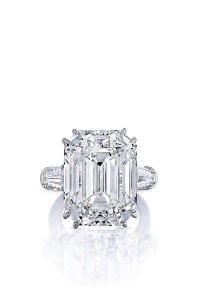 Jaw-dropping engagement rings inspired by Mariah Carey's rock: http://www.stylemepretty.com/2016/01/25/mariah-carey-james-packer-engagement-ring/