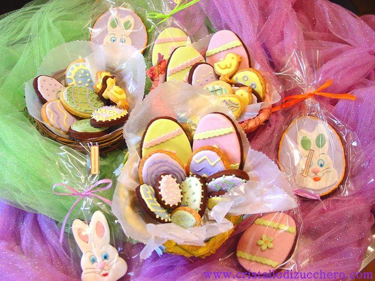 Biscotti di Pasqua decorati con pasta di zucchero