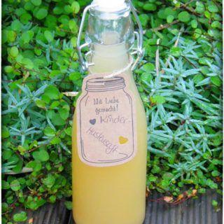 Selbstgemachter Hustensaft aus Zwiebel, Honig, Thymian, Spitzwegerich und Salbei. Ohne Zusatzstoffe hergestellt im Thermomix.