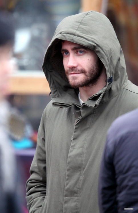 Ok I love Jake, even in his ultimate scruffiness!