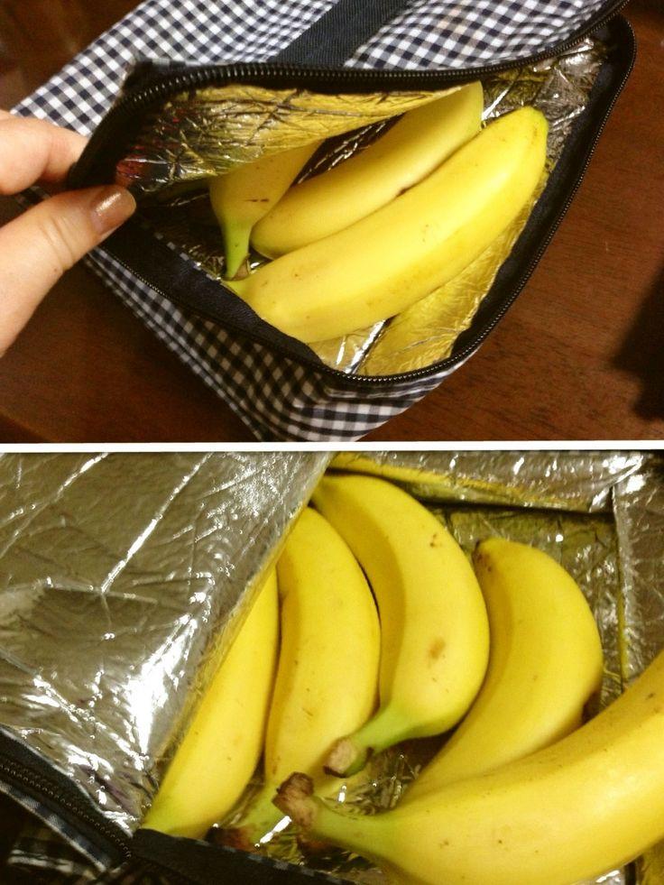 バナナの保存はこれに限る♪ 暑い夏も長持ちします♪  材料 バナナ 好きなだけ 保冷バッグ 1個  作り方 1 写真 お弁当用の保冷バッグにバナナを入れる。 2 写真 バナナは1本ずつにわけて入れる。 それを冷蔵庫で保存する。