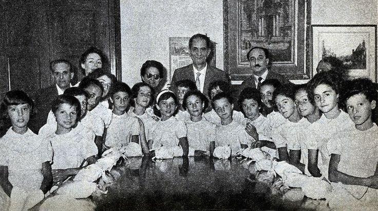 """Le interpreti del """"ballo dei moretti"""" dell'""""Aida"""" - anni '50 http://www.veronavintage.it/verona-antica/immagini-storiche-verona/interpreti-ballo-dei-moretti-dellaida-anni-50"""