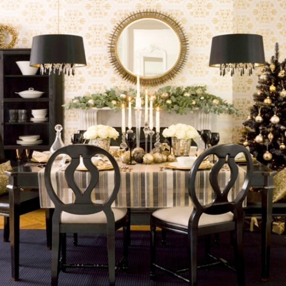 Idei creative pentru masa de Craciun (1): Dining Rooms, Black Christmas, Tables Sets, Christmas Decoration, Christmas Fireplace, Christmas Tables, Decoration Idea, Modern Christmas, Gold Christmas