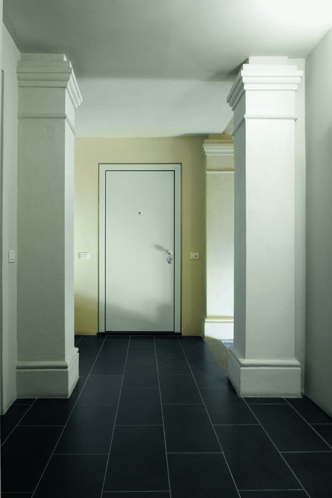 Evolution security door with single panel in white lacquered.