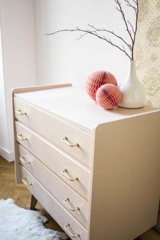 commode ann es 50 vintage pieds compas rose poudr trendy little 2 home jolies d co. Black Bedroom Furniture Sets. Home Design Ideas