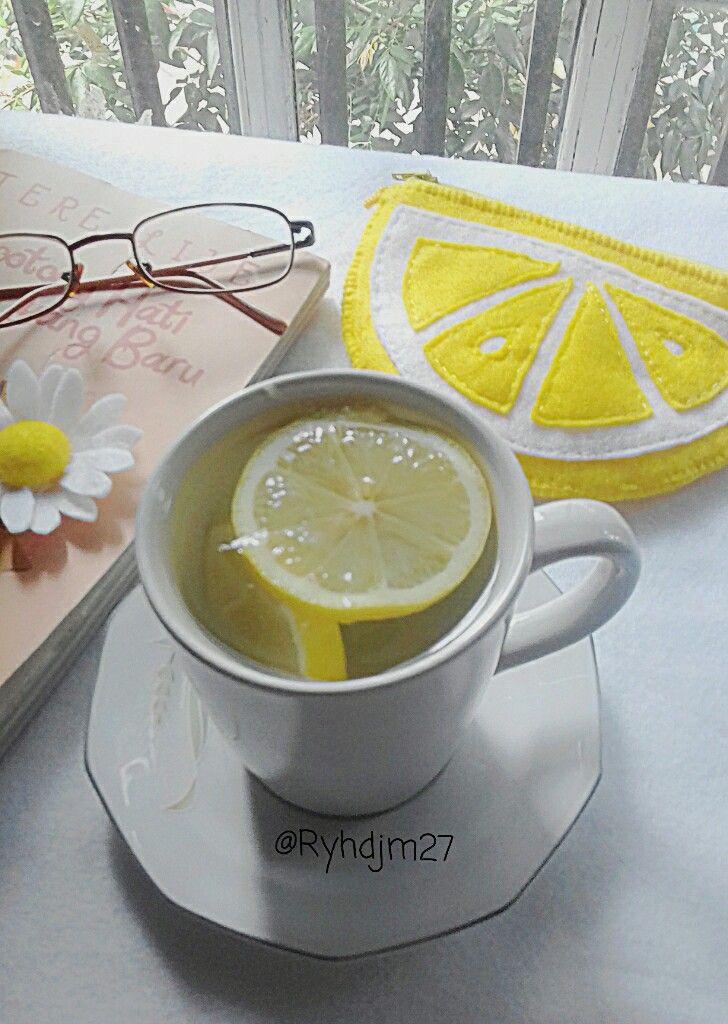 Felt lemon pouch