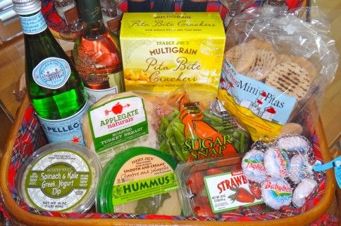 """Get ready for screen on the green and outdoor concerts with """"The Perfect Picnic Basket"""" --My first post with Thriive DC :) #healthy #eatclean #picnic #lowcal"""