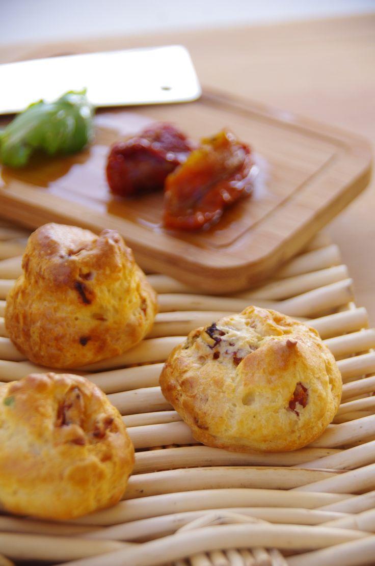 Gougères aux tomates confites et basilic - Le blog de novice en cuisine