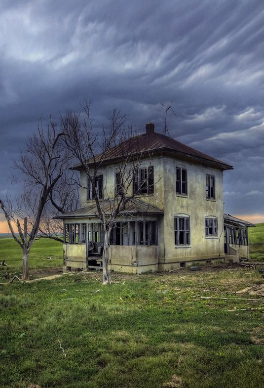 ONCE A BIG, HAPPY FAMILY LIVED HERE......THE CHILDREN GREW UP AND WENT THEIR SEPARATE WAYS......THE PARENTS PASSED ON........NOW THIS HOUSE STANDS ABANDONED AND SO FORLORN........THIS IS THE STUFF THAT LIFE IS MADE OF..........ccp