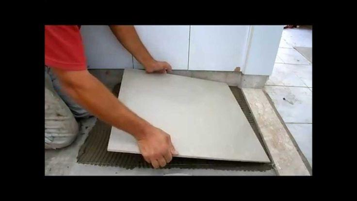 Como assentar porcelanatos em banheiros (piso)
