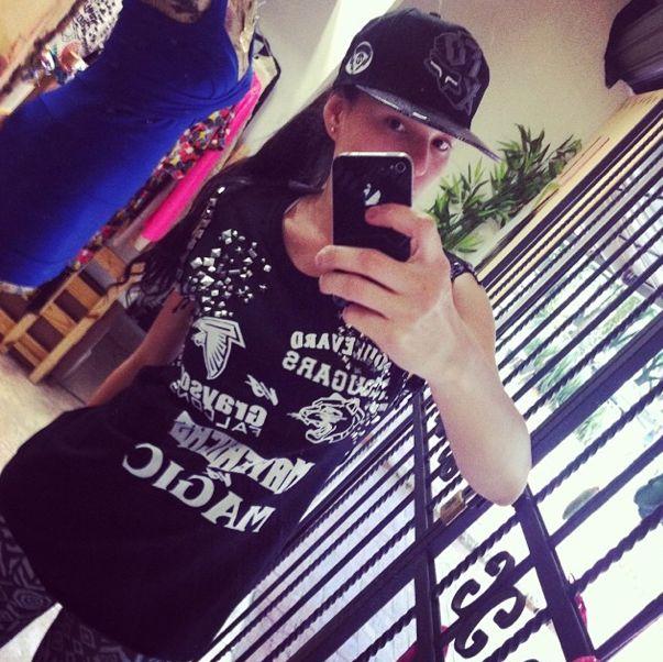 Look day: camiseta + gorra ❤️ #selfie #look #black #trendy #chic #lepetitfashion #new #blanco #negro #black #white #fashion #moda
