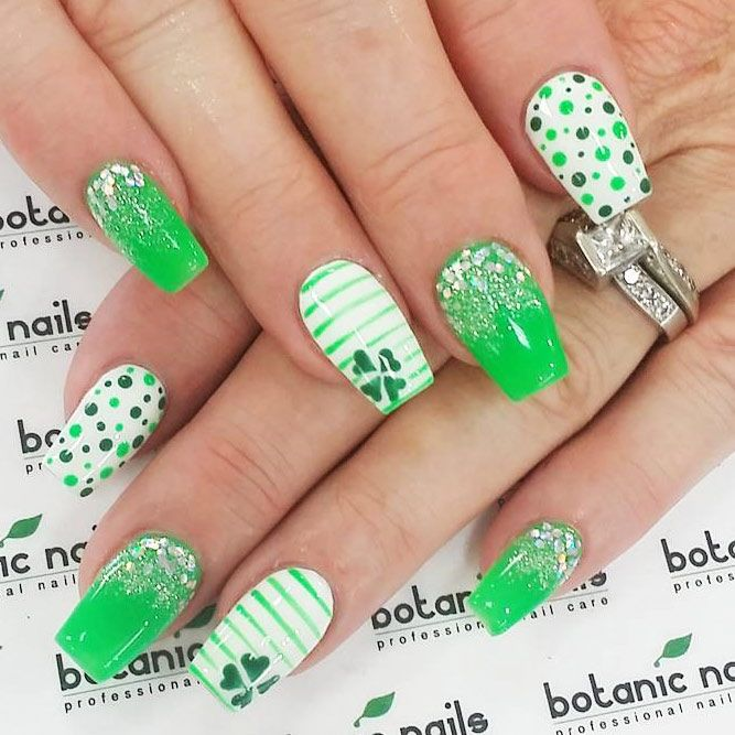 Festive Green Nail Art For St Patrick Day #greennails #glitternails★ We have collected many greenish and so lovely St P…