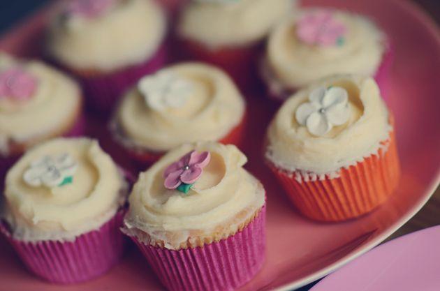 opskrift: forårscupcakes med orangeblomst