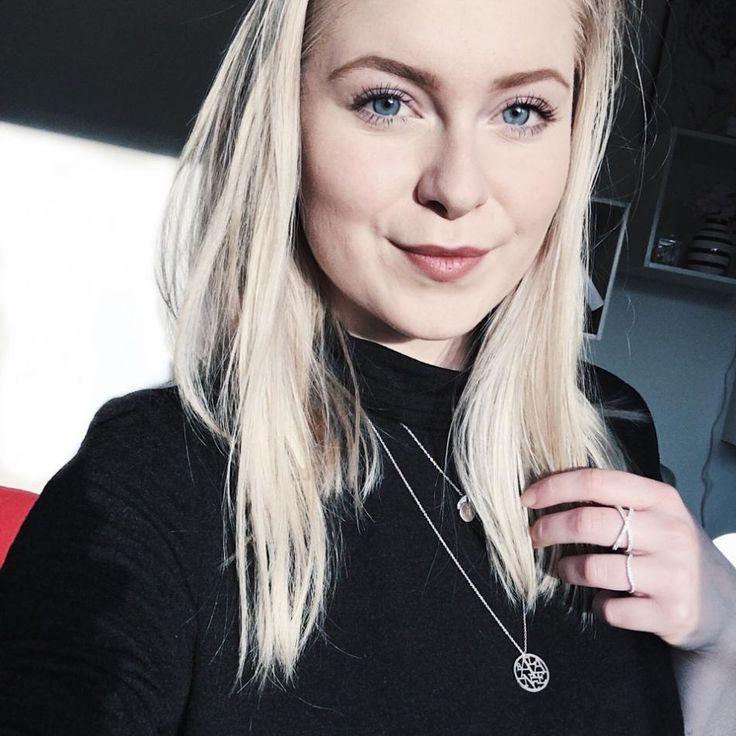 Styling by pernillelorup showing Cross Zirconia ring Silver and Wave Zirconia Ring Silver #jewellery #Jewelry #bangles #amulet #dogtag #medallion #choker #charms #Pendant #Earring #EarringBackPeace #EarJacket #EarSticks #Necklace #Earcuff #Bracelet #Minimal #minimalistic #ContemporaryJewellery #zirkonia #Gemstone #JewelleryStone #JewelleryDesign #CreativeJewellery #OxidizedJewellery #gold #silver #rosegold #hoops #armcuff #jewls #jewelleryInspiration #JewelleryInspo #accesories #DanishDesign…