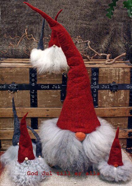 http://holmsundsblommor.blogspot.se/2012/12/god-jul.html Ulltomtar från Åsas tomtebod