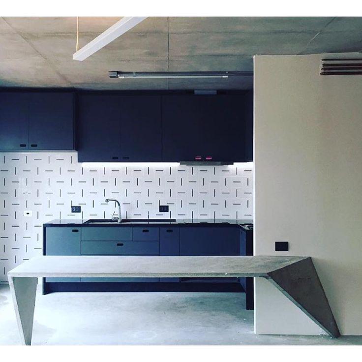 Lurca Azulejos | Azulejos Traço no projeto do  @efcarquitetura | Traço - Ceramic Tiles // Shop Online www.lurca.com.br #azulejos #azulejosdecorados #revestimento #arquitetura #reforma #decoração #interiores #decor #casa #sala #design #cerâmica #tiles #ceramictiles #architecture #interiors #homestyle #livingroom #wall #homedecor #lurca #lurcaazulejos