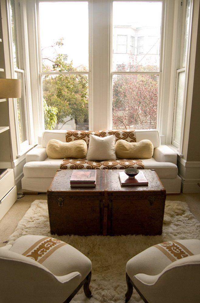 Нет ничего более гостеприимного, чем небольшие уютные и приятно оформленные гостиные. В них чувствуется тепло общения и комфорт. Гостиная – это одно из наиболее используемых помещений в доме, которое хотелось бы правильно и функционально организовать, особенно если вы — супергостеприимный человек.