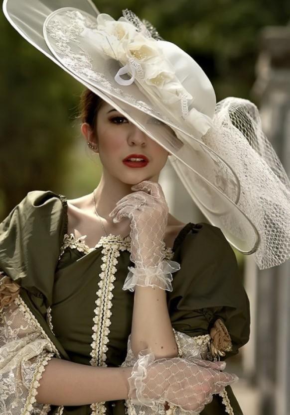 Vintage Wedding--- love the gloves!! Re-pin if you like. Via Inweddingdress.com #vintage #wedding
