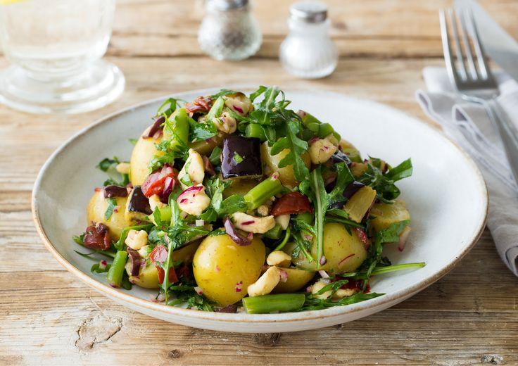 Bunter, mediterraner Kartoffelsalat