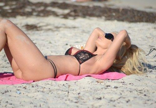 Foto: Smuka brazīliešu modele gozējas pludmalē - Izklaide - DELFI