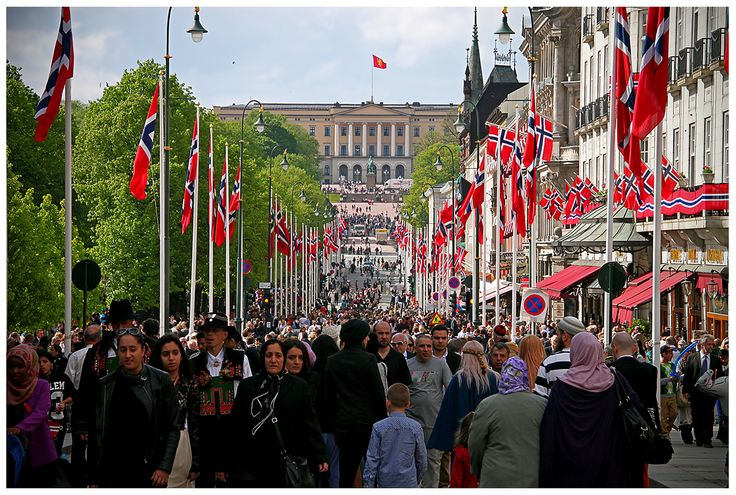 17 maja - Święto Konstytucji Norwegii z 1814 roku. Nie ma chyba drugiego kraju na świecie, który by tak radośnie i hucznie obchodził swoje święto narodowe.