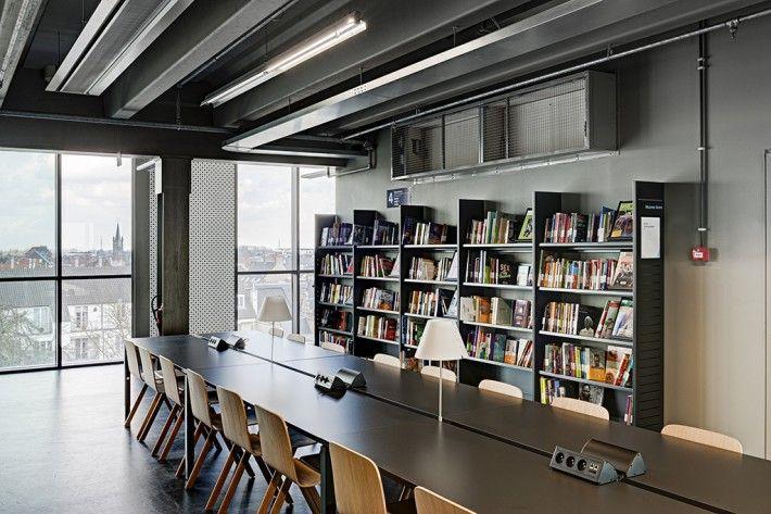 ARhus, Roeselaarse stadsbib. & kenniscentrum omarmt HAY... Copenhague chair - Bourroullec's design - Hay collection. Copyright picture: Klaas Verdu