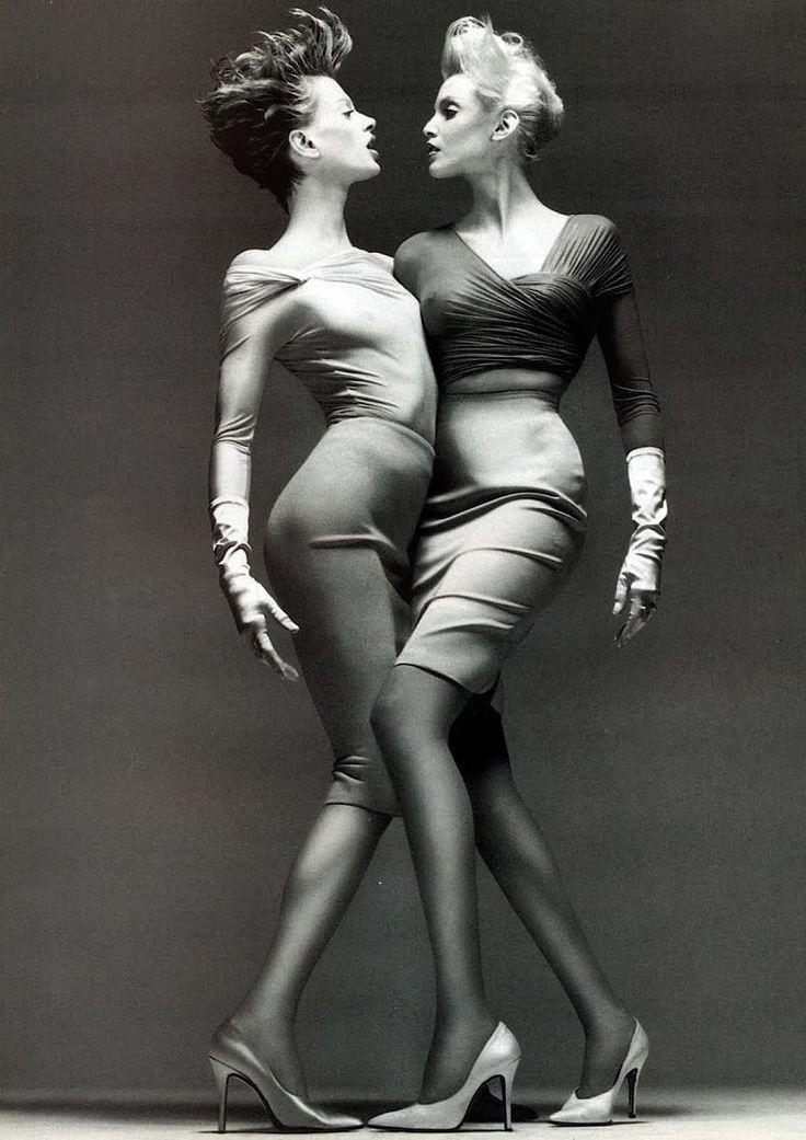 Modèles Nadja Auermann et kristen mcMenamy - 1995 © Richard Avedon                                                                                                                                                                                 More
