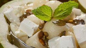Meloensalade met feta en geroosterde pompoenpitjes