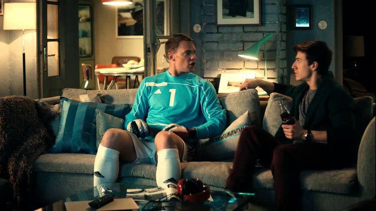 Der Titel des Weltfußballers 2014 wäre für Manuel Neuer die Krönung eines seiner erfolgreichsten Karrierejahre gewesen. Doch bei der Ballon-d'Or-Wahl geht es neben der Leistung auf dem Platz auch um die Markenbildung der eigenen Person. Wohl deshalb ging erneut Cristiano Ronaldo mit der Trophäe nach Hause. Und dennoch ist der zweite Platz für Neuer ein Erfolg – vor allem für Werbepartner Coca Cola.