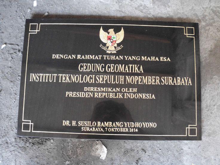 Prasasti peresmian gedung yang akan diresmiakan olen Bpk. Presiden RI pada masa jabatan beliau Telp. 031 83315430 081357603030