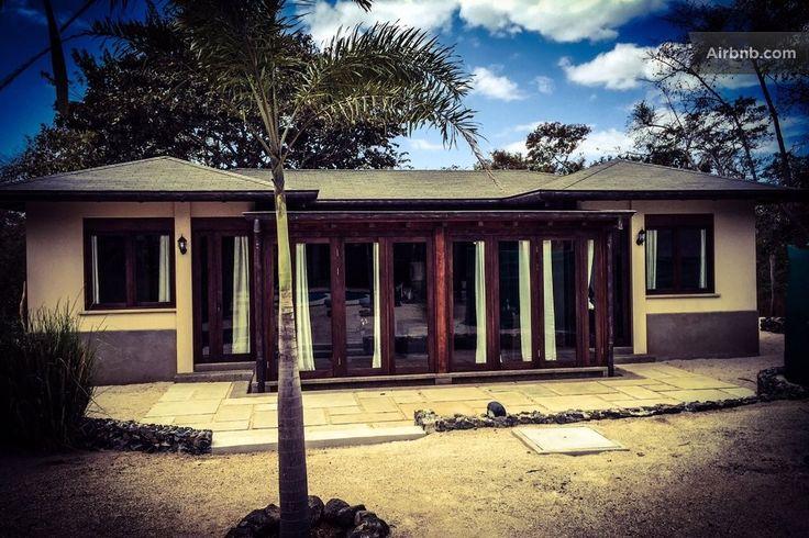 House in Guanacaste, Costa Rica. Chalet en Playa Avellanas con tres habitaciones y  un baño. Capacidad para seis personas, aire acondicionado, electrodomésticos, wifi,  television, todo para una estancia estupenda. Piscina y zona de barbacoa. A sólo 300m de la playa.             ...
