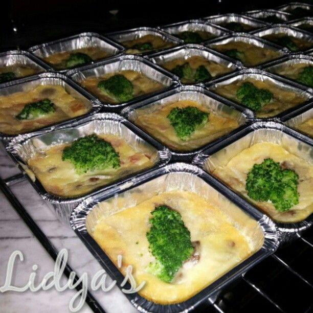 Self crusted broccoli & mushroom quiche by lidyaop