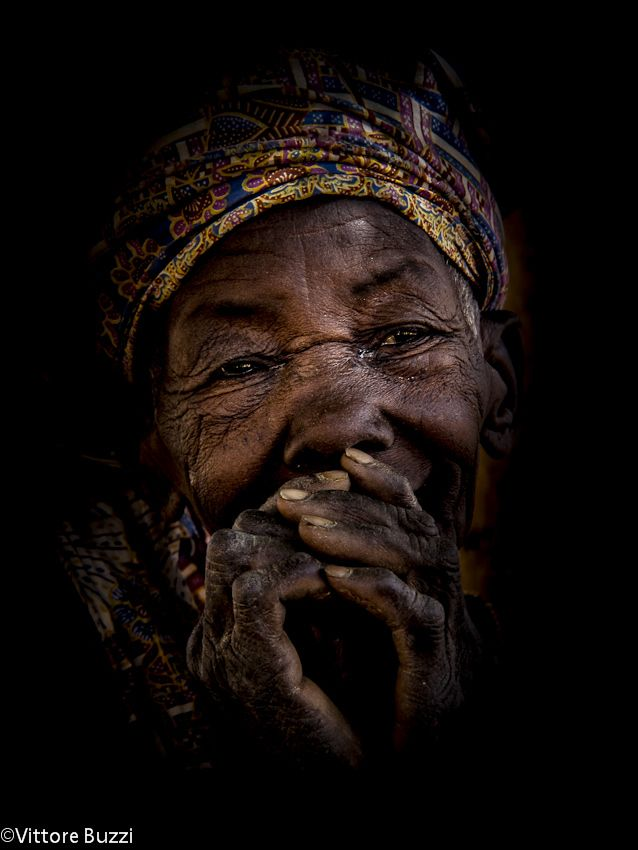 Africa    An elderly lady photographed in a Dogan village, Mali. ©  Vittore Buzzi.