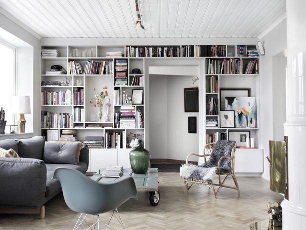 Vivre comme un cuisinier >>> Les grandes niches dans la bibliothèque pour mettre du décor.