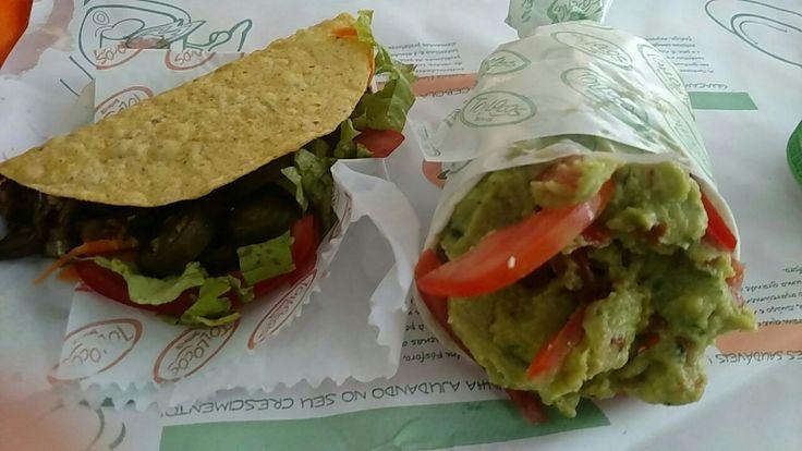 Vegetariano mexicano Paulistano: taco de beringela, jalapeno, alface, tomate e cenoura. Burrito recheado de guacamole, tomate, ricota, beringela e abobrinha.