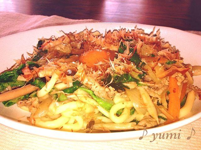 今日のお昼ごはん〜♪( ´▽`) - 6件のもぐもぐ - 残り野菜で焼うどん by kuchyan0318