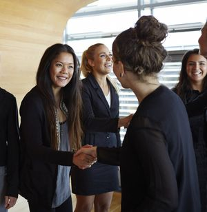 The top 10 ice breakers to use at meetings, trainings, or team building sessions. http://www.brucebugbee.com/