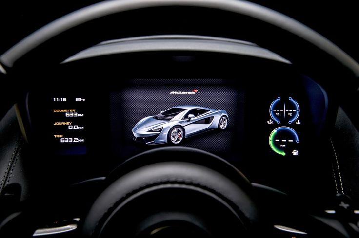 Instrumenteringen är helt digital och ändrar utseende efter körläge.
