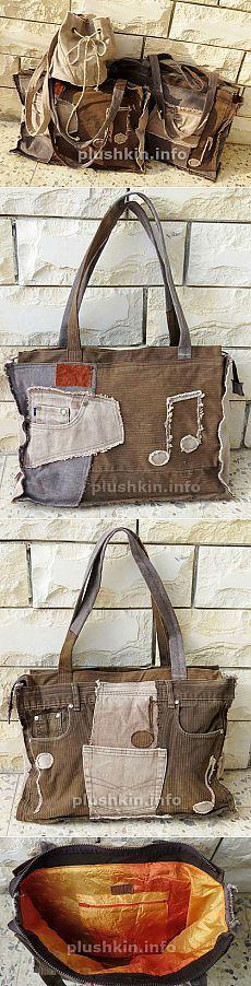 Tres bolsas de los pantalones vaqueros viejos con sus manos