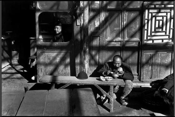 Henri Cartier Bresson - Google zoeken - #BlackandWhite