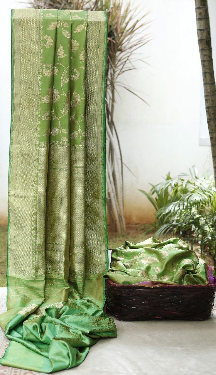 Lakshmi Handwoven Banarasi Silk Sari 000321 - Sari / All Saris - Parisera