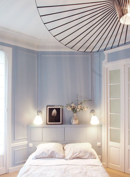 blue bedroom with vertigo pendant petite friture chambre. Black Bedroom Furniture Sets. Home Design Ideas