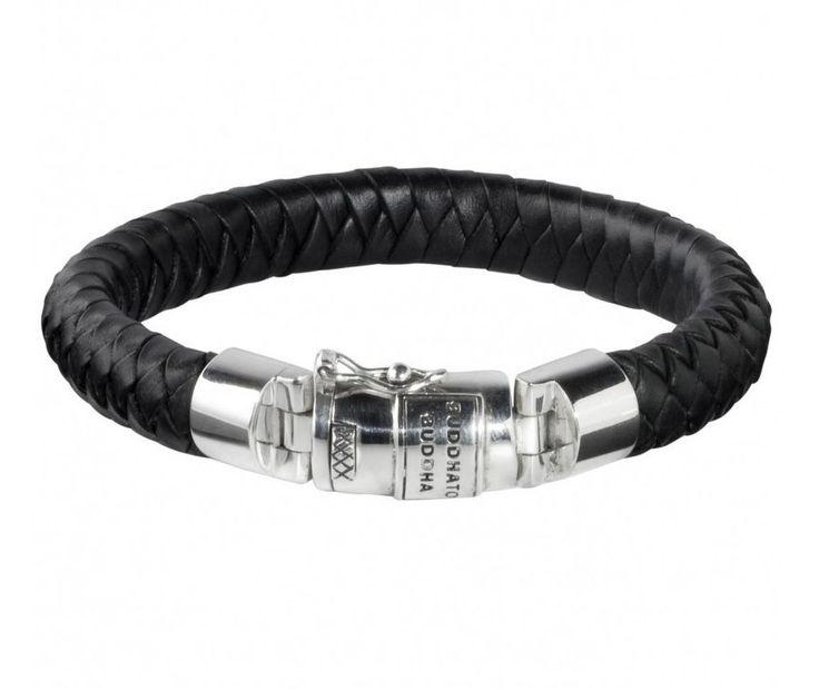 Buddha to Buddha Armband 'Ben' Leather Black Medium 19 cm 544BL. Stoere zwartlederen armband met prachtige gevlochen details en een zeer stevig bakslot met veiligheidsachtje.