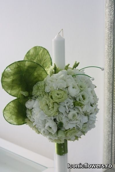 Lumanari de botez, modele « clasice » pe gustul fiecaruia. Atelier de design floral Iconic Flowers by Madalina Sandu