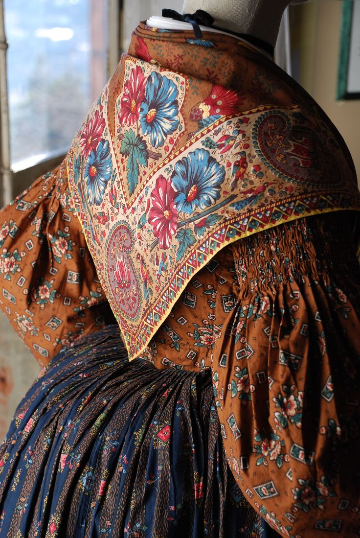 Costume de provençale vers 1830. FRAGONARD PARFUMEUR