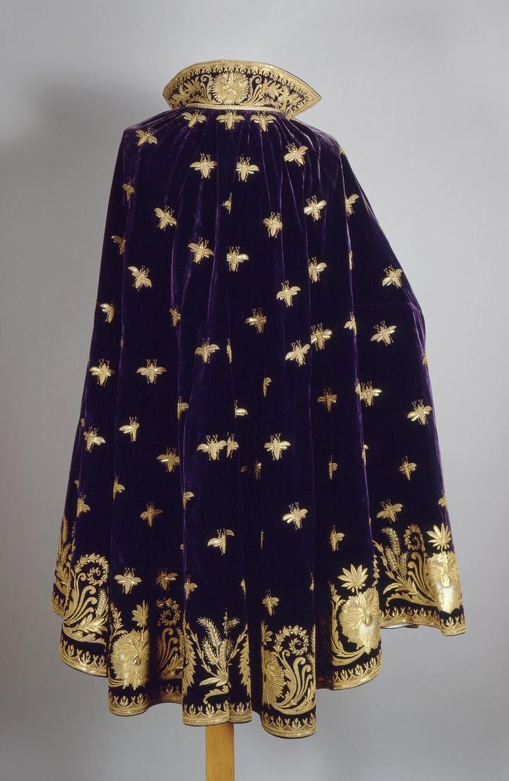Title: Cloak of Eugene de Beauharnais, Viceroy of Italy. Place of creation: France Date: 1805 School: Paris Material: velvet (ground), satin, golden thread, sequins, twist, wire and foil Technique: embroidery in couched stitch and patterned golden technique Inventory Number: Т-15458