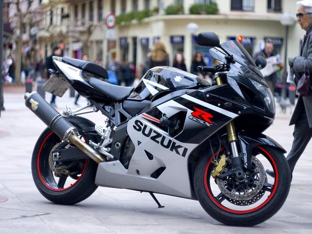 25 Best Suzuki Gsxr 600 Images On Pinterest Biking Motorcycles