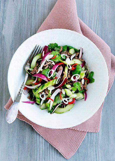 Thaiinspireret Oksekødssalat. Denne oksekødsalat er frisk og mættende. Super nem at lave og uden tvivl et hit på middagsbordet.